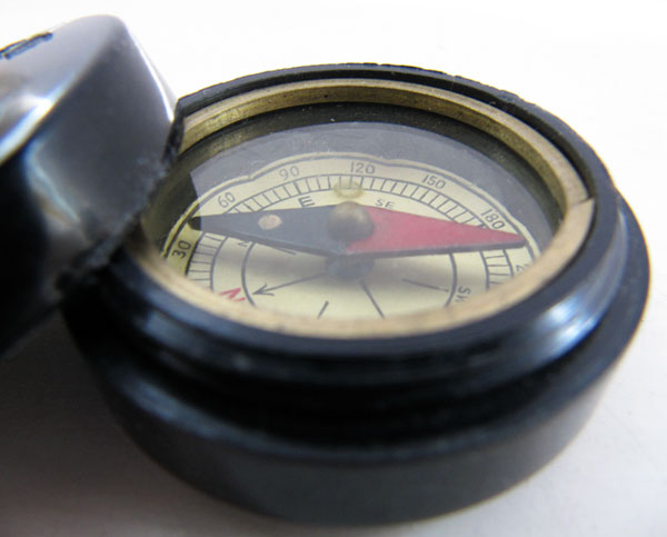 Bakelite pocket compass